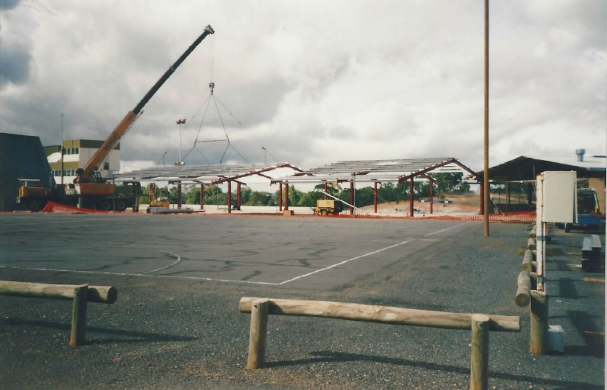 Ricksteel Fabrications Stawell - Erecting a roof