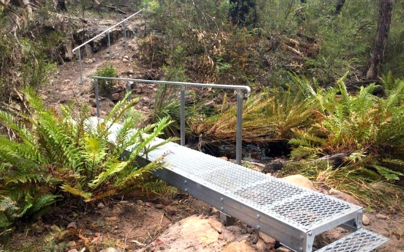 Ricksteel Fabrications Stawell - Metal walkway over stream in hiking trail